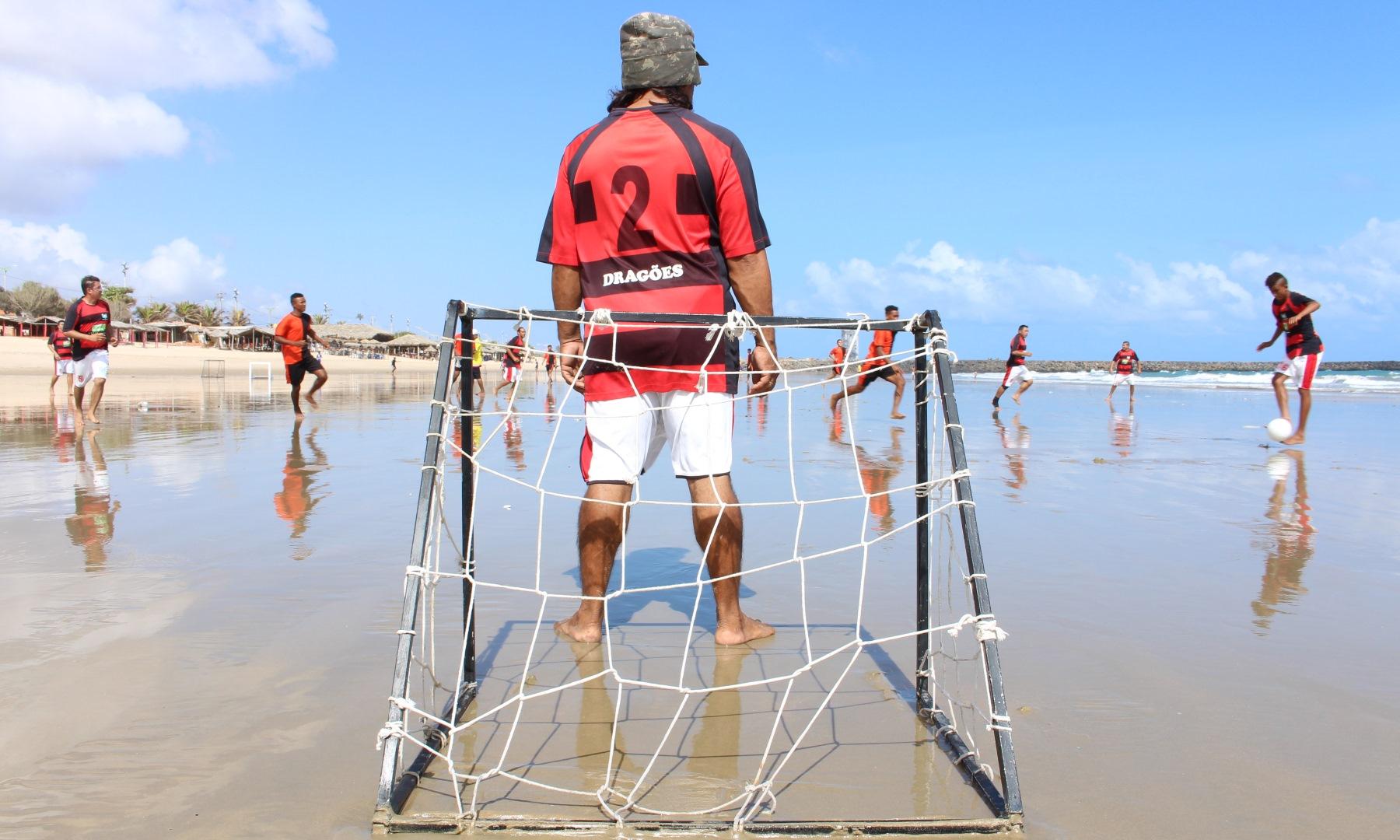 Travinha é coisa séria em praia de Fortaleza