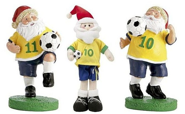 Boneco do Papai Noel veste a amarelinha