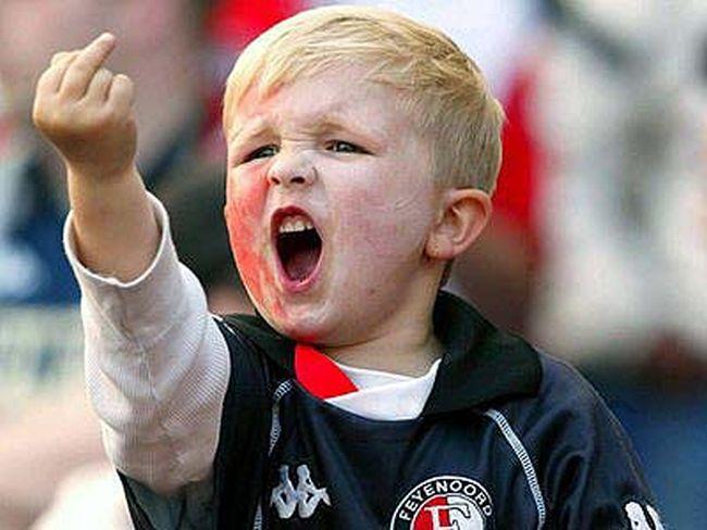 Localizamos Mikey Wilson, o menino da foto do dedo em riste