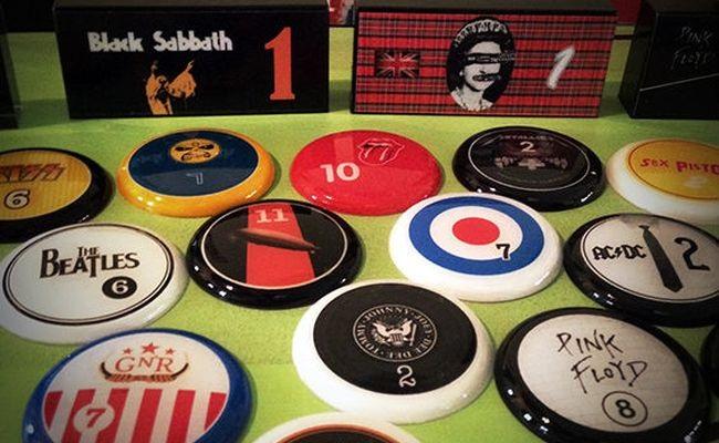 Designer cria botões de bandas de rock