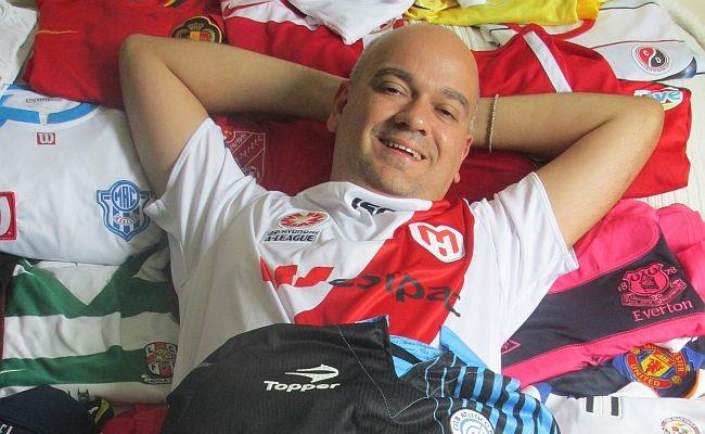 Jornalista divulga mil camisas em mil dias