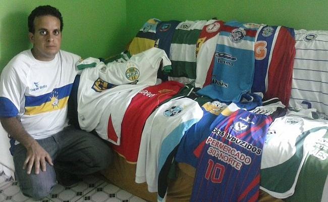 Fã coleciona camisas de times do Tocantins