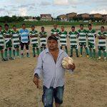 O primeiro personagem da série Futebol de Raiz é o cearense Flávio Aurélio Silva, cego que é técnico de um time amador de Fortaleza (Foto: Fernanda Moura/Verminosos por Futebol)