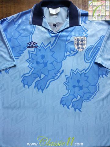 702ab36651e ... Colecionador monta brechó de camisas. Inglaterra 1998-99 GG – 59