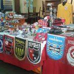 O colecionador Charles Müller vende artigos de futebol em feiras de Porto Alegre (Foto: Acervo pessoal)