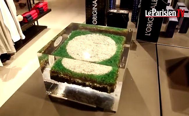 PSG vende gramado com marca de pênalti