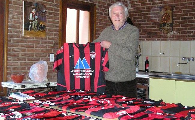 Argentino coleciona camisas rubro-negras