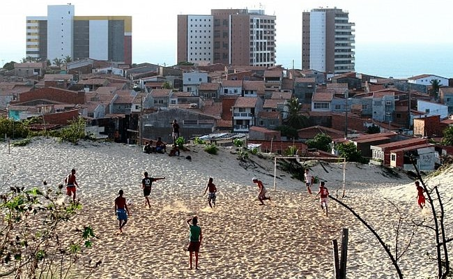 Fotógrafo lança livro sobre campinhos de Fortaleza