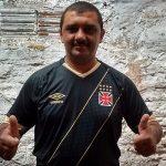 Roberto Alencar Lima, o homem dos mil gols, ganhou camisa nova do Vasco (Foto: Verminosos por Futebol)