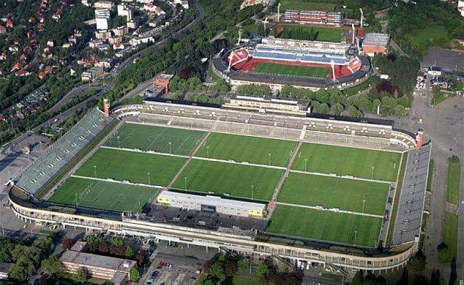 Maior estádio do mundo possui 8 campos