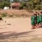 Francisco Gomes Rodrigues, o Neno, já faz quatro gols de falta chutando de calcanhar (Foto: Reprodução)