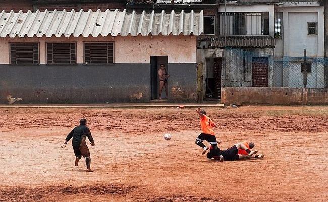Exposição celebra o futebol de várzea