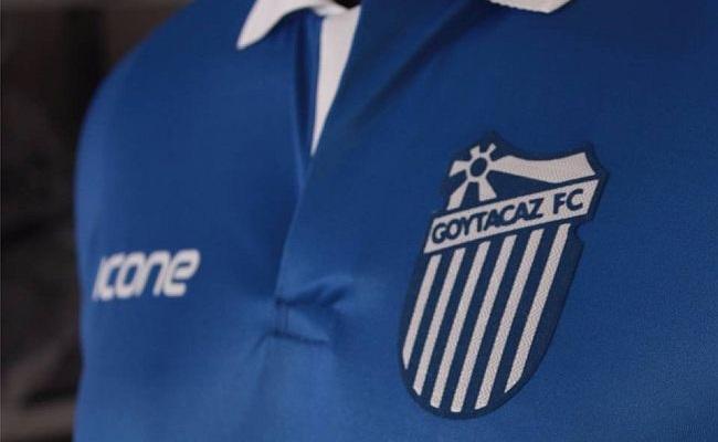 Goytacaz celebra Tonico Pereira em camisa