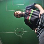 Silvio Maziero Junior, de São Paulo, pintou um campo de futebol no teto do quarto (Foto: Acervo pessoal)