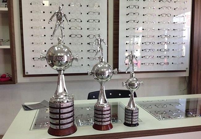 Loja vende réplica da taça da Libertadores