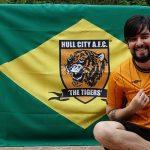 Thiago Macedo, de Mendes-RJ, viaja à Inglaterra com tudo pago pela torcida do Hull City (Foto: Acervo pessoal)