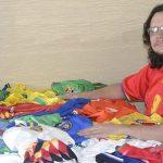 Em três anos, Fernando conseguiu camisas de todas as seleções de 1994 (Foto: Marília Augusta de Freitas)