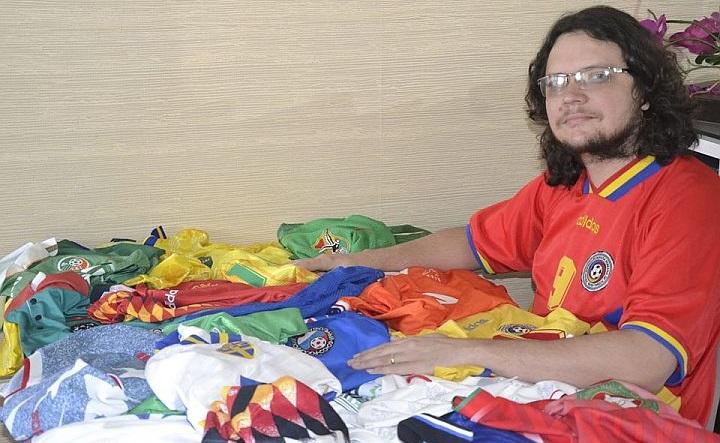 Colecionador tem camisas de todas as seleções da Copa de 1994 a4e12040dafc2