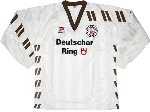11 camisas do St. Pauli em brechó inglês