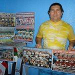 Maurício Santos toca o site Mauretroposters, que comercializa pôsteres de futebol (Foto: Acervo pessoal)