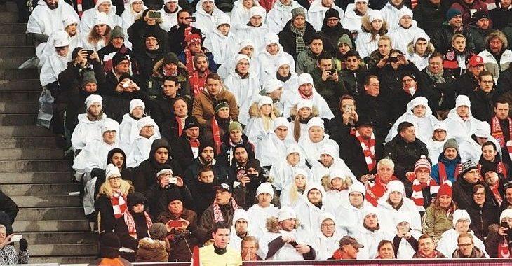 Afinal, quem são essas pessoas de branco nos jogos do Bayern de Munique?