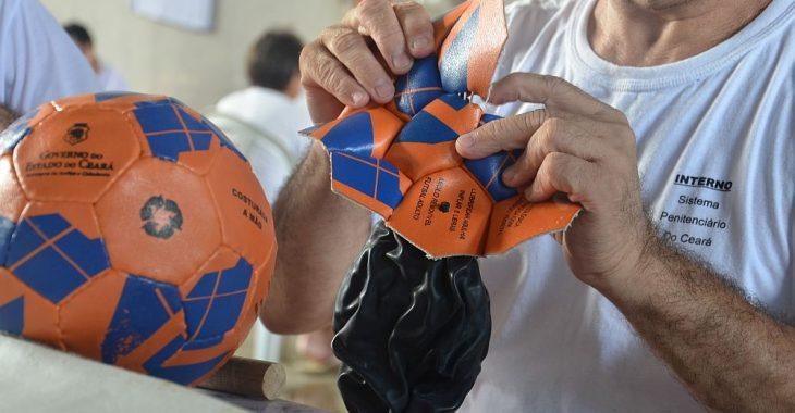 #FutebolAtrásDasGrades #3 – Presídio do Ceará investe em costura de bolas para ocupação de detentos