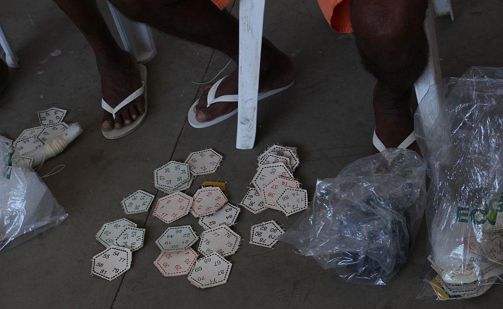 O trabalho garante ao preso R  3 por bola e um dia a menos de pena a cada  três de serviço (Foto  Adriano Paiva Verminosos por Futebol) ef0c0676a1a47