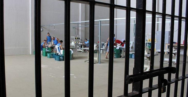 #FutebolAtrásDasGrades #4 – Presos fabricam uniformes esportivos como remição de pena no Ceará