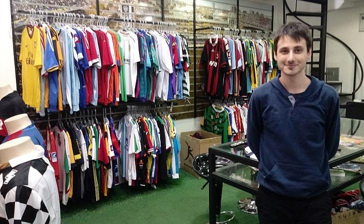 3ac51affe1 A loja Camisa Futebol Clube já vendeu 5 mil camisas (Foto  Rafael Luis  Azevedo