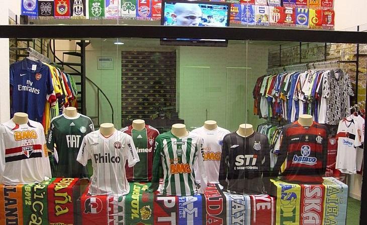 Loja de shopping de Curitiba é especializada em camisas de futebol ... 519e4536f644d
