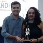 Larissa Cavalcante recebeu prêmio em sua 1ª primeira matéria como repórter (Foto: Divulgação)
