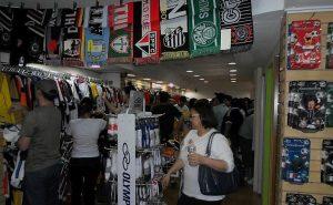 19a298e3ba7f3 A Só Gol é uma das lojas esportivas com maior variedade no país (Foto