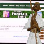 O Gandhi foi um dos prêmios recebidos pelo jornalista em 2017 (Foto: Verminosos por Futebol)