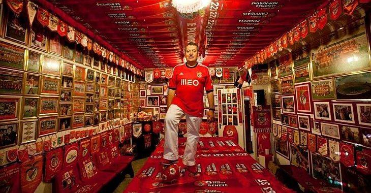 Torcedor do Benfica tem museu particular do clube em apartamento