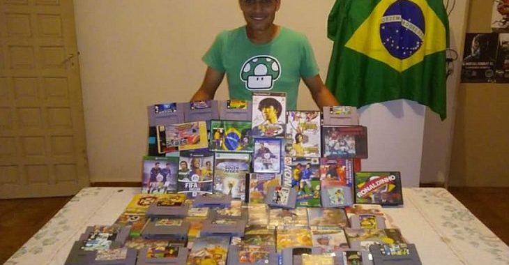 Fã de videogame tem coleção incrível com cartuchos e discos de games de futebol