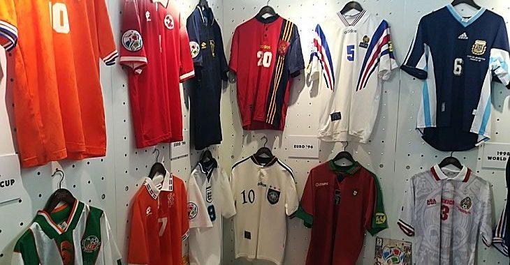 Fabric of Football: Exposição em Londres reúne 500 camisas icônicas do futebol