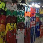 Camisas de times brasileiros custarão R$ 29,90; estrangeiros, R$ 79,90 (Foto: Divulgação)