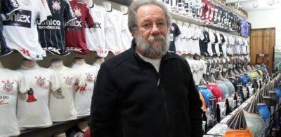 Colecionador exibe incrível coleção de camisas do Corinthians em restaurante em São Paulo