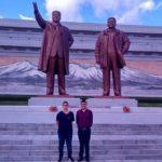 """Lenan (esq.) é o responsável pela fanpage Futebol na Coreia do Norte"""" (Foto: Acervo pessoal)"""