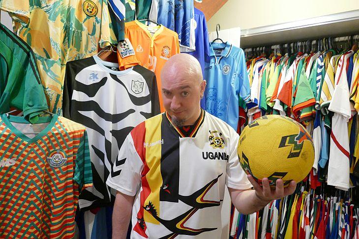 1629f58ed8 Joe Johnston tem cerca de 600 camisas, incluindo as 211 seleções Fifa (Foto: