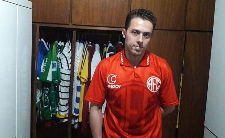 Jorginho usa camisas de futebol continuamente desde 2009 (Foto: Acervo pessoal)