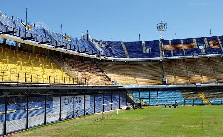 A arquibancada da La Bombonera parece um paredão de tão ingrime (Foto: Samuel Colares)