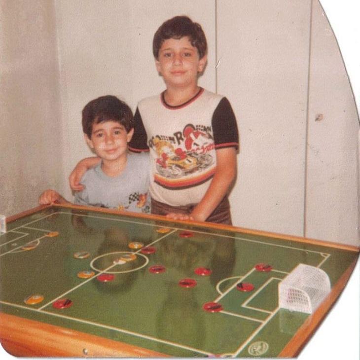 Ricardo Bucci (o menor) conheceu o futebol de botão em 1977 (Foto: Acervo pessoal)