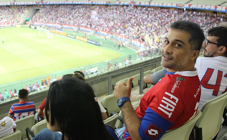André Conrado é um dos torcedores surdos beneficiados (Foto: Rafael Luis Azevedo/Verminosos por Futebol)