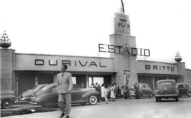 O Paraná é um raro clube brasileiro dono de dois estádios, a Vila Capanema (foto), uma das sedes da Copa do Mundo de 1950, e a Vila Olímpica do Boqueirão (Foto: Reprodução)