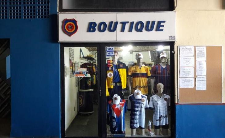 A loja do Madureira fica dentro da sede do clube (Foto: Jorginho O Lendário/Verminosos por Futebol)