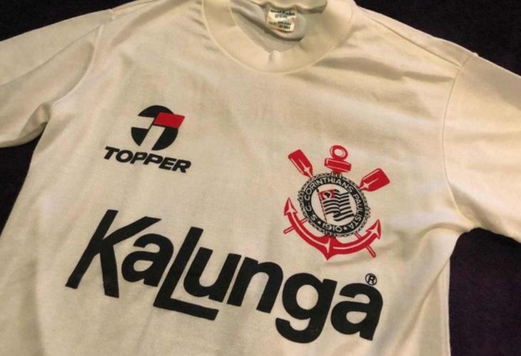 Camisa do Corinthians de 1985/86 foi fabricada pela Dellerba com a marca Topper (Foto: Reprodução)
