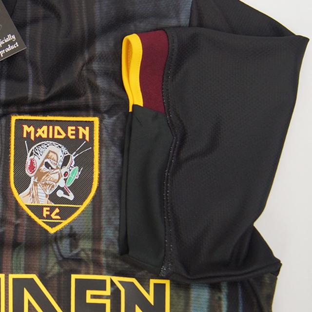O escudo é bordado e as inscrições na blusa, em adesivo emborrachado (Foto: Divulgação)