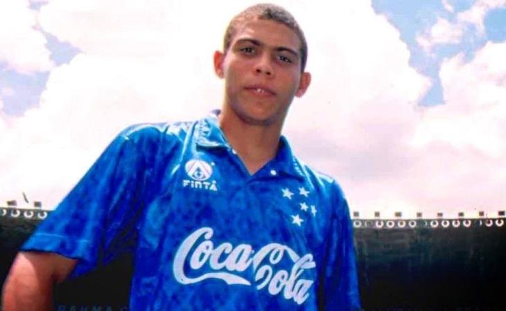 Em início de carreira, Ronaldo vestiu a camisa feita pela Finta para o Cruzeiro (Foto: Reprodução)
