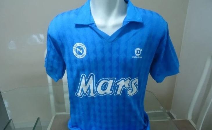 Camisas de times europeus da Dellerba fizeram sucesso no fim dos anos 80 (Foto: Mercado Livre)